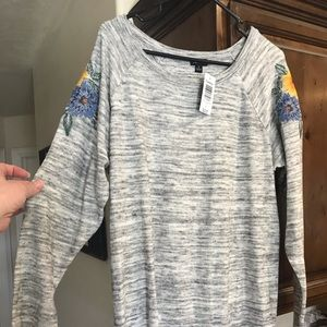 Torrid floral embroidered sweater size 1 1X
